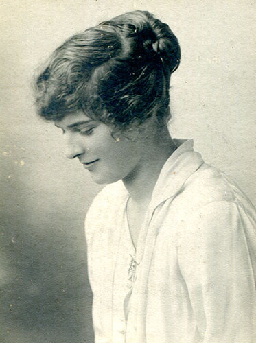 Lisalie Armstrong during the war