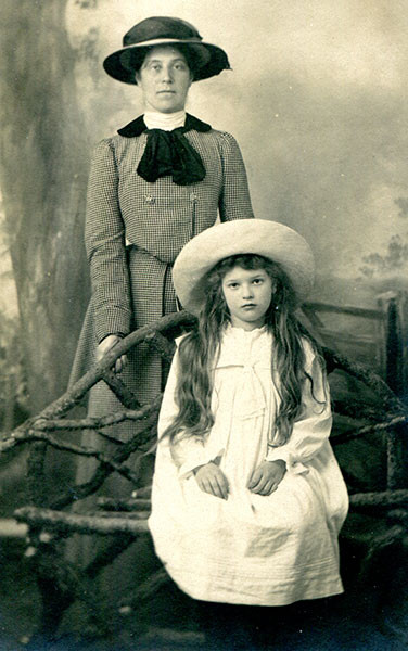 Lisalie Armstrong as a young girl with her mother