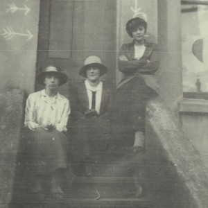 Doddie, Ione and Mary on the steps of 14 Trinity Crescent