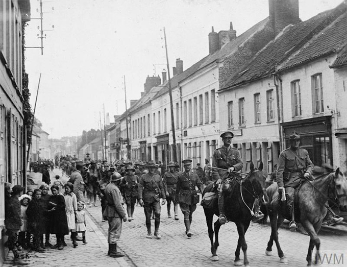 photograph of marching army at the Second Battle of the Marne